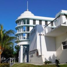 Bâtiment art déco de la marina de Pelican Harbor à Miami