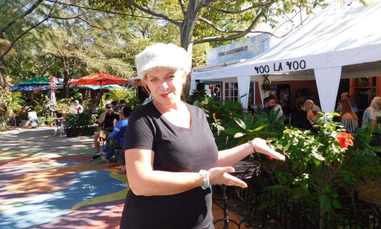 Sylvie Le Nouail devant sa crêperie Voo La Voo à The Yard, Wilton Manors (Fort Lauderdale)