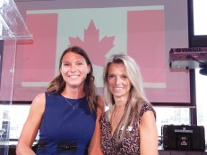 Jade Vinet (Chambre de commerce Québec-Floride) avec Isabelle Bujold.