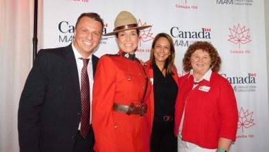 Laurent Morel-à-l'Huissier, consul du Canada, Isabelle Guy (Gendarmerie royale), Georgette Pepper (attachée de presse) et Susan Harper (consule générale du Canada)