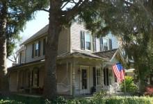 Photo of Pourquoi le drapeau américain flotte-il sur toutes (ou presque) les maisons ?