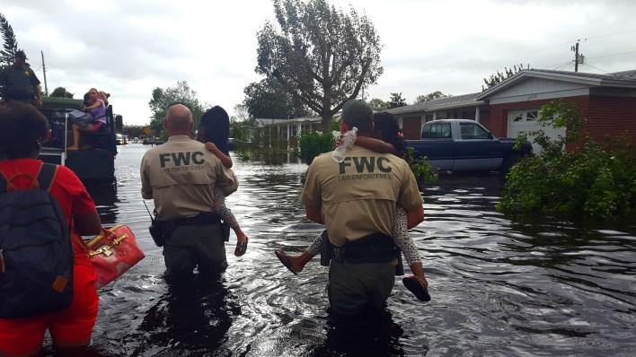 Les agents de la Florida Fish and Wildlife dans le Brevard County après l'ouragan Irma.