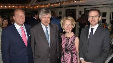 Le consul de France, Clément Leclerc (à droite), lors du gala 2017 de la FHS à Palm Beach, en compagnie de Denis de Kergorlay et d'Elisabeth Stribling.