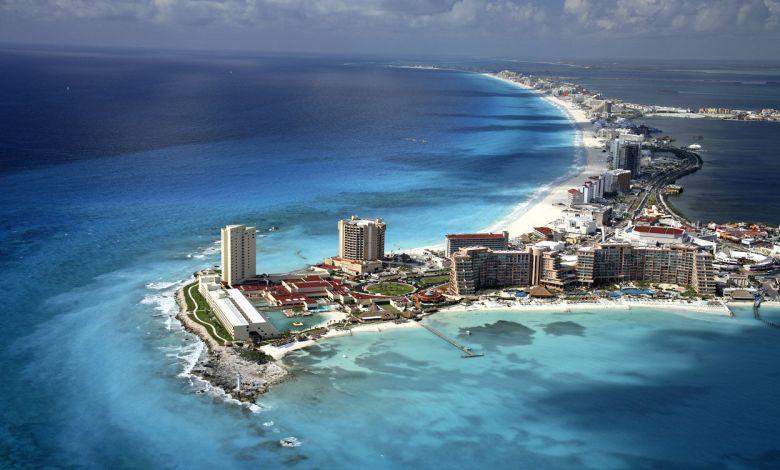 vue aérienne de la zone hôtelière de Cancun au Mexique