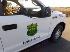 Les pompiers de la Florida Forest Service au Lac Okeechobee à Lake Port (en Floride)