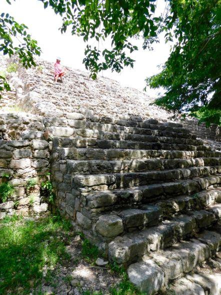 Pyramide dans le centre de Izamal au Yucatan (Mexique)