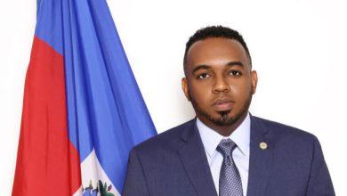 Photo of Mot d'accueil du consul d'Haïti, Stéphane Gilles, aux nouveaux arrivants en Floride