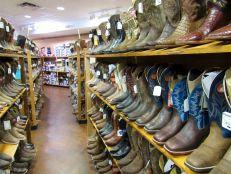 Botas en la tienda vaquera/occidental Grifs en Davie, Florida.