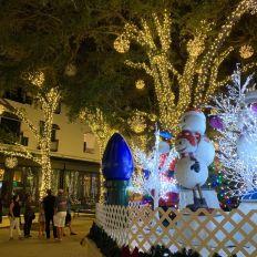 Décorations de Noël dans le centre de Naples en Floride