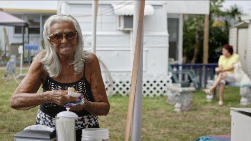 """Agathe Cyr, dans le documentaire """"Snowbirds"""" tourné à Hollwyood en Floride"""
