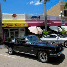 """Les voitures anciennes et autre """"dream cars"""" sont de sortie sur Hollywood blvd chaque premier dimanche du mois entre 10h et 15h"""