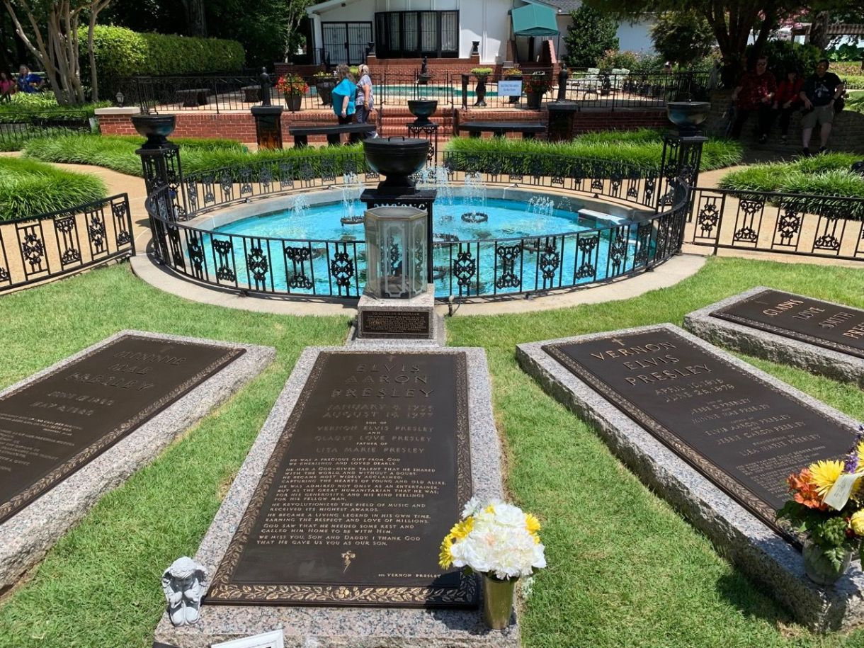 La tombe d'Elvis Presley à Graceland (Memphis, Tennessee)
