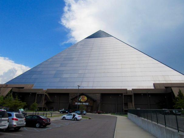 La pyramide de Memphis
