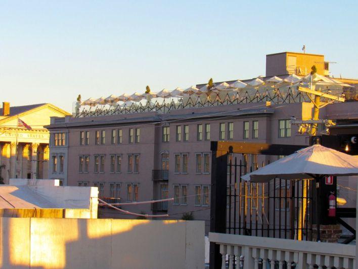 Le restaurant Grill 225 sur un toit de Charleston