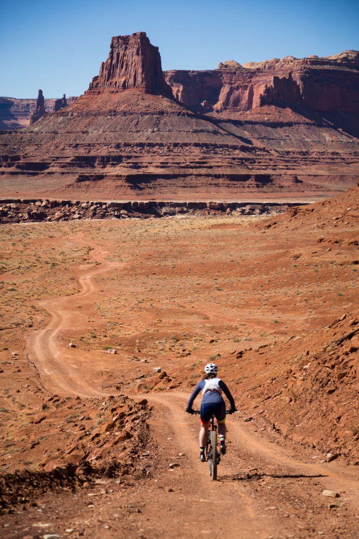 Vélo sur le White Rim de Canyonlands.