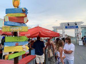 Le 14 juillet, comme tous les jours, des dizaines de milliers de personnes s'amusent sans masques, ici sur le City Pier de Panama City Beach.
