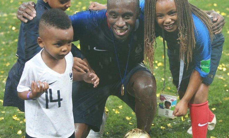 Blaise Matuidi avec ses enfants après la victoire de la Coupe du Monde 2018.