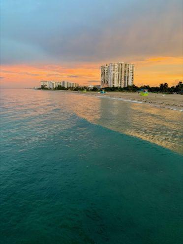 Coucher de soleil sur la plage de Pompano Beach en Floride