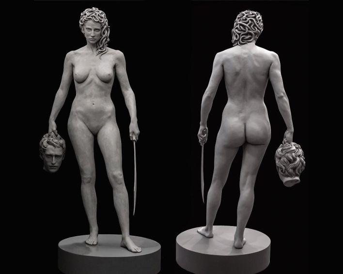 La statue de Méduse tenant la tête de Persée qui est exposée devant le tribunal de New-York City