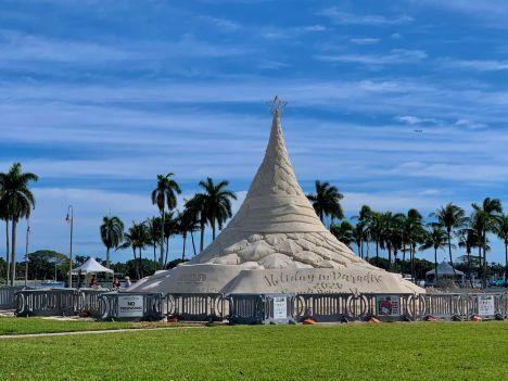 Sapin de Noël géant en sable à WestPalm Beach