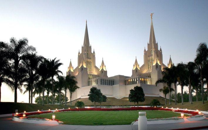 Les mormons ont toujours des temples à l'architecture remarquable. Ici celui de La Jolla.