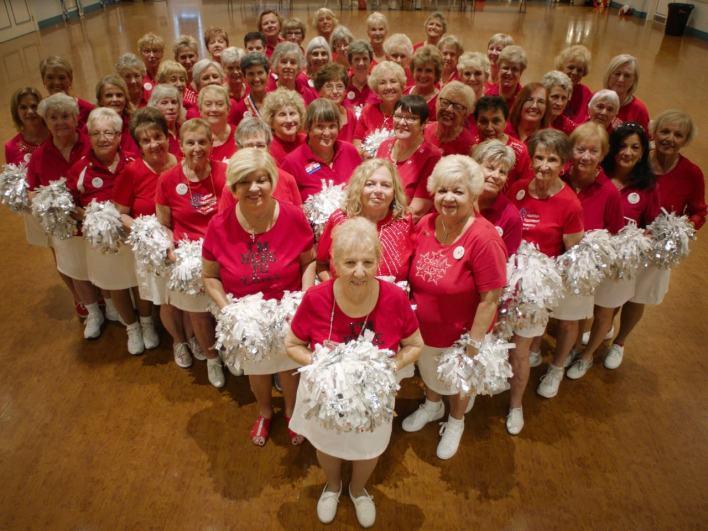 """The Villages (Floride) : est-ce que le paradis pour retraités est si parfait que cela ? Réponse avec le documentaire """"Some Kind of Heaven"""""""