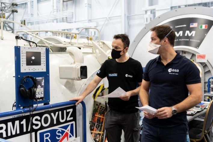 Les astronautes Matthias Maurer et Thomas Pesquet l'entraînement au célèbre Johnson Space Center de la NASA à Houston, Texas.