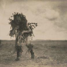 Un navajo en habits de cérémonie.