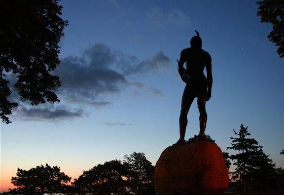 Sur le site de la colonie de New Plymouth, la statue du chef Massasoit qui avait été ammené par Samoset à la rencontre des Pilgrims