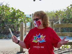 Susan Harper, consule générale du Canada. Les Canadiens ont nettoyé la plage de Hollywood en Floride