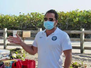 Josh Levy, maire de Hollywood. Les Canadiens ont nettoyé la plage de Hollywood en Floride