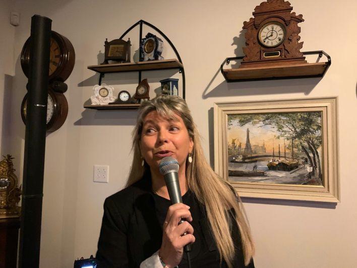 Isabelle Dubuisson lors de la soirée du Club Français de la Treasure Coast au Elliott Museum de Stuart en Floride