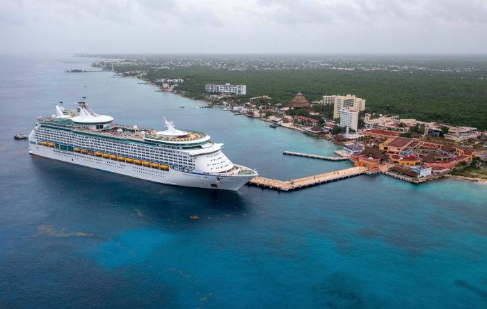 L'Adventure of the Sea (de Royal Caribbean) amarré sur l'île de Cozumel (au Yucatan, Mexique).