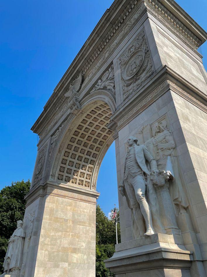 L'arc de triomphe à la gloire de Washington et le point de départ de la Cinquième avenue, à Greenwich Village.