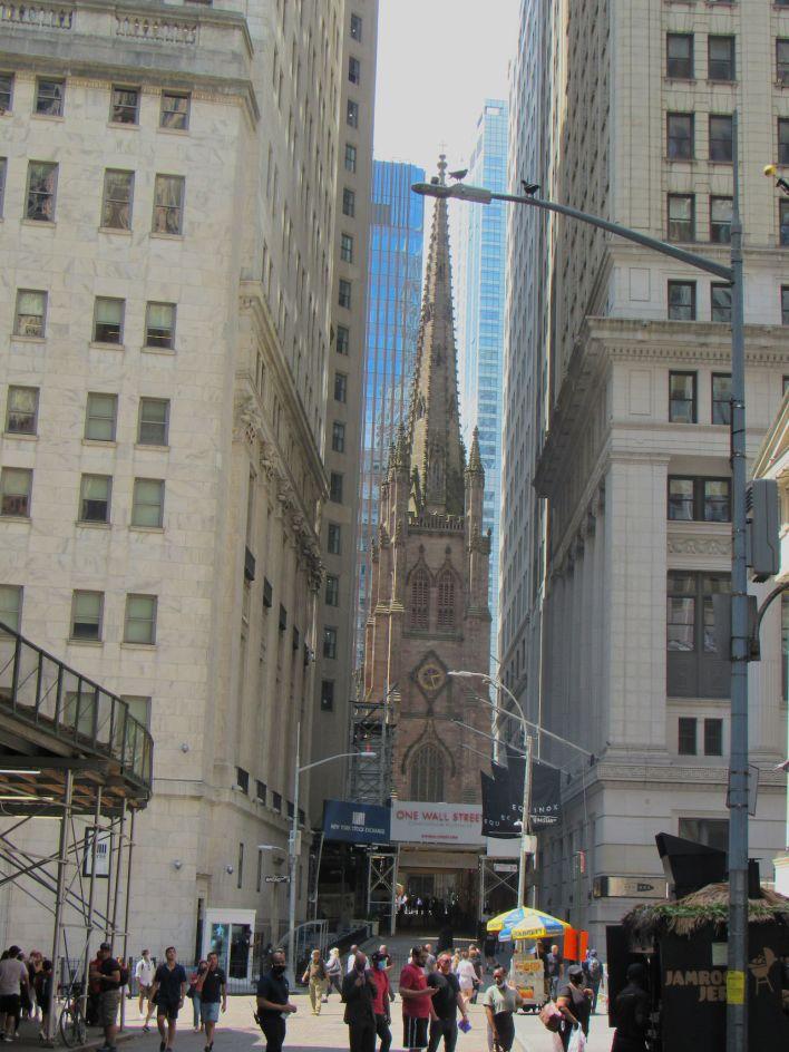 La Trinity Church au bout de Wall Street.