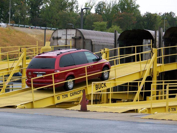 L'auto-train d'Amstrack vous emmène avec votre auto entre Washington et Orlando (Floride).