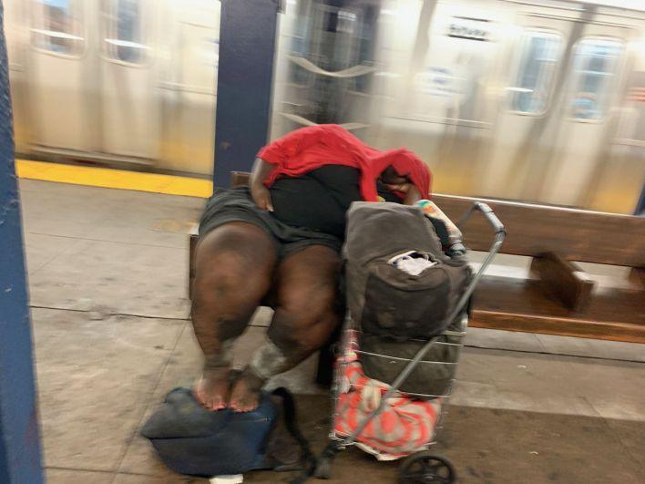 Sans domicile à la station de métro High Street de Brooklyn (New-York) la semaine dernière.