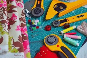 Les cours de couture hebdomadaires à l'atelier Bizibul c'est un atelier créatif toute l'année pour réaliser ses projets couture au choix. Apprendre à coudre est facile grâce à l'encadrement par une créatrice couture. La leçon de couture se passe près de Nantes, Saint Herblain, Rezé, Vertou et Bouguenais (44).