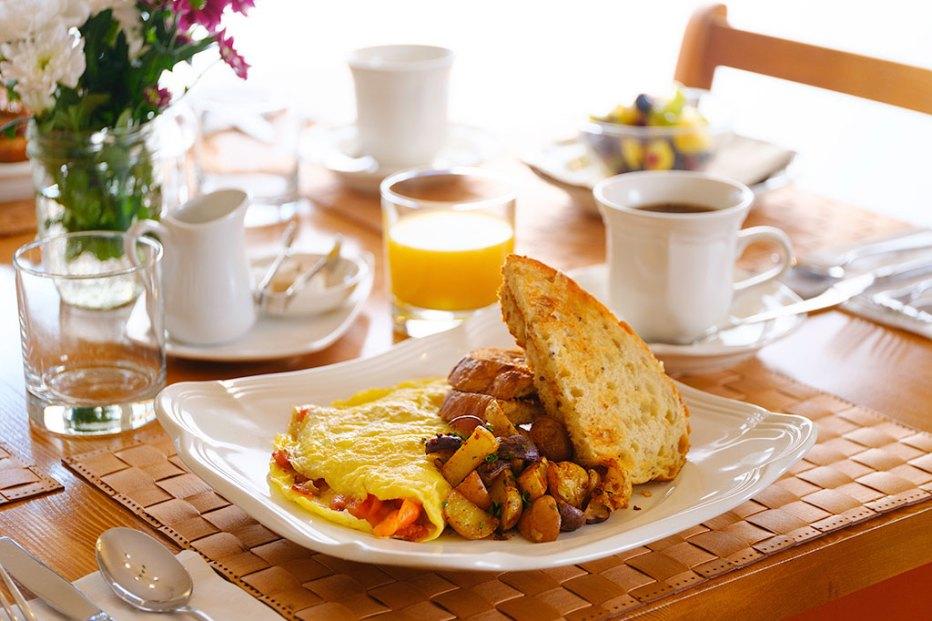 Complimentary Breakfast at Courthouse Inn, Revelstoke, BC