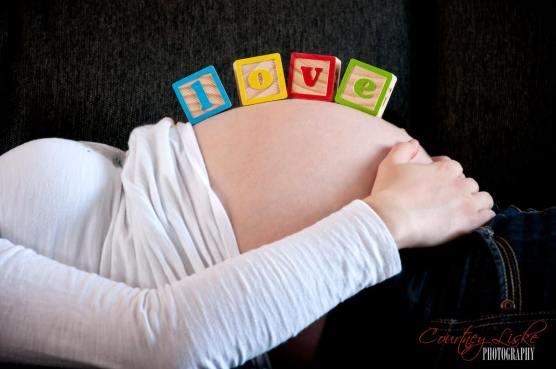 Regina Maternity Photography - Neufeld Family - LOVE blocks