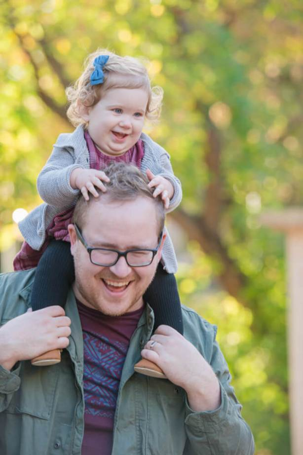 Piggy back rides during Regina Family photography session in Wascana Park