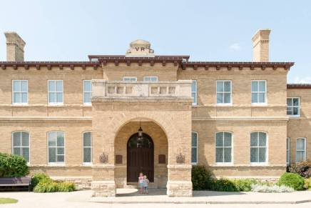 Regina Family Photographer - Government House