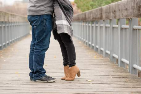Couple kiss on tiptoe