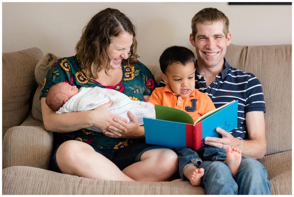 Regina Newborn Photography - Avery - Family story time