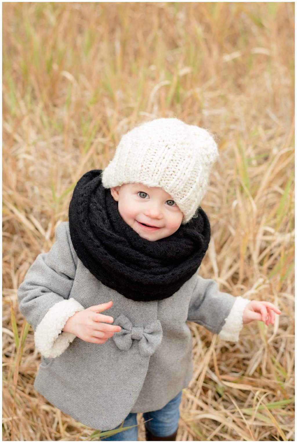 Regina Family Photographer - Valley - Fall Family - Wascana Trails - Black Knit Scarf