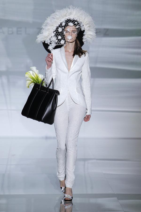 isabel-zapardiez-suit