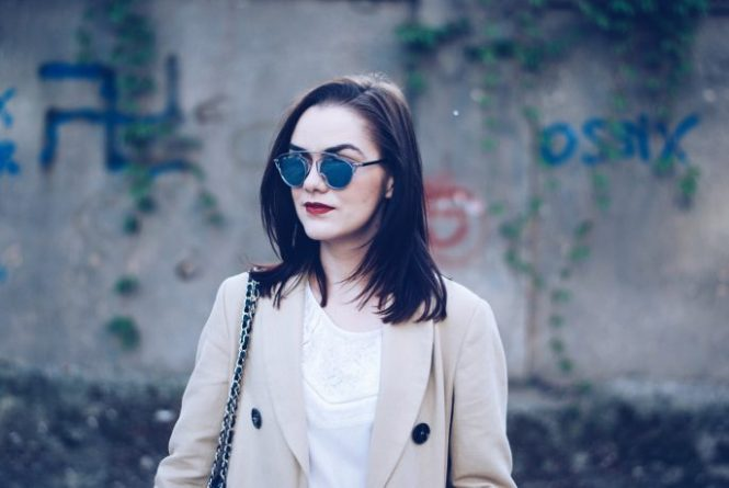 Trench coat, white blouse, so real sunglasses, red trousers, white sneakers, leather bag by Andreea Birsan