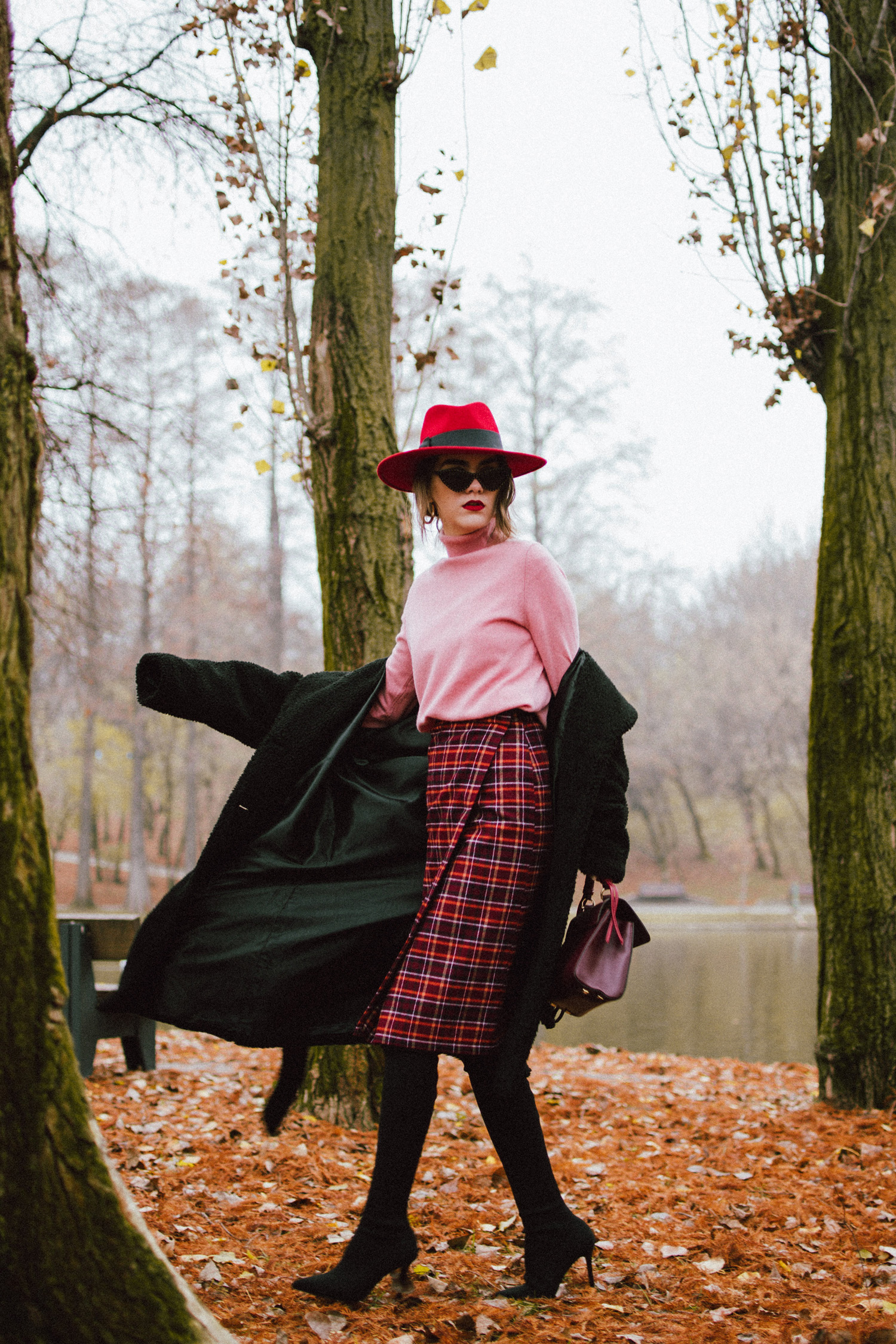 The Secret Trick To Wear A Midi Skirt With Over The Knee