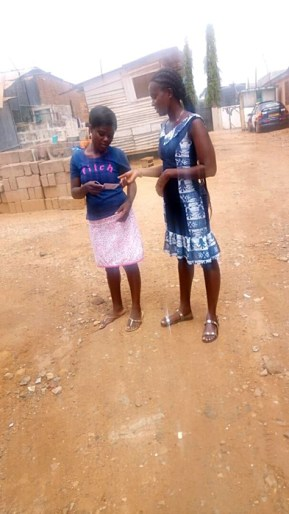 Della giving a tract to a girl