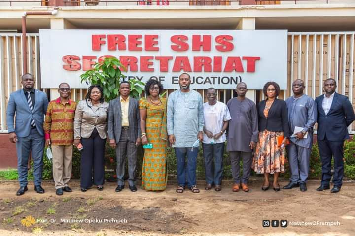 Reopening of Schools: Committee presents report to Education Ministry 1